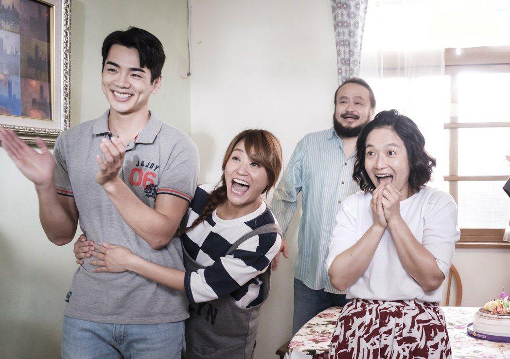 禾浩辰(左)客串演出「前男友不是人」。圖/八大提供