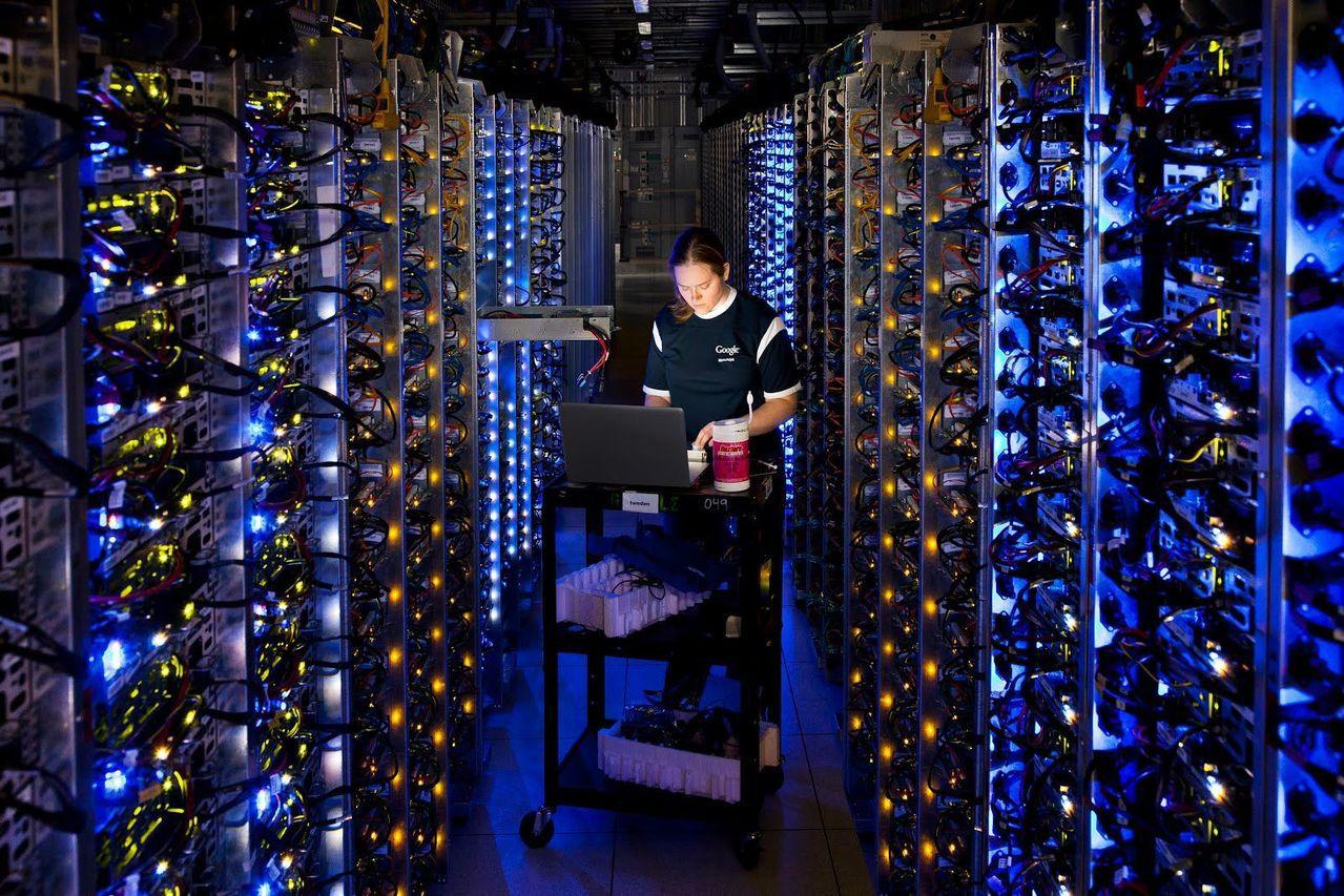 雲端運算基礎建設業者恐陷入美中貿易戰戰火,圖為Google公司俄勒岡州達勒斯資料...
