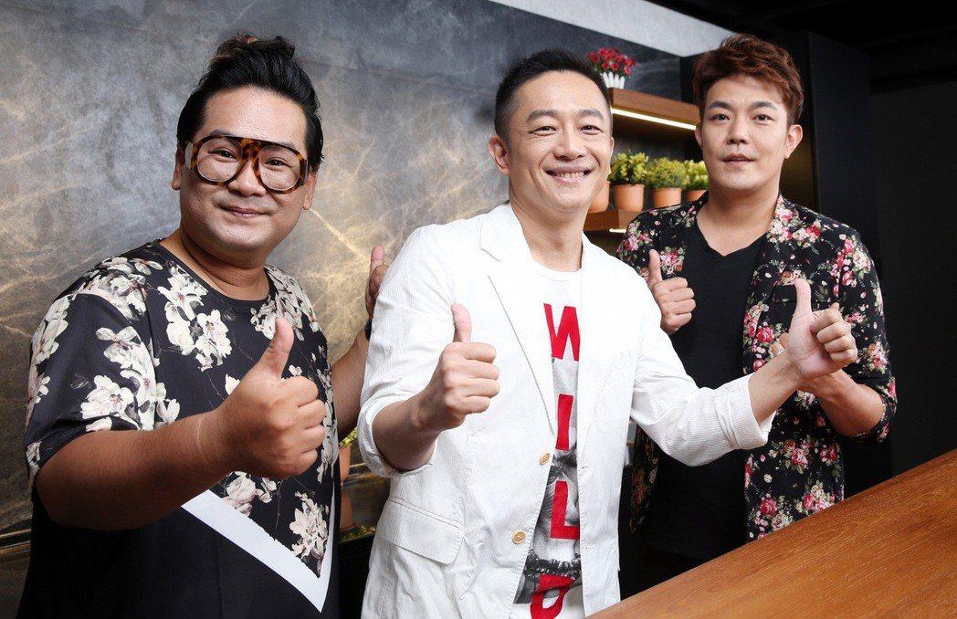 戲劇一哥陳昭榮(右三)打造「翰成直播購物」,與爆爆(左)、余政鴻(右)公開亮相。...