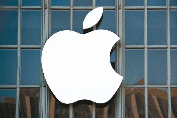 美科技股營運表現良好,代表公司蘋果日前市值創高,達1兆美元。 (法新社)