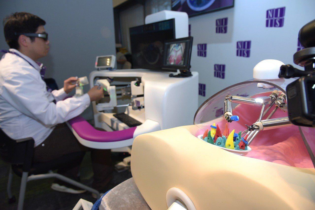港產外科手術機械人,毋須開刀移除腫瘤。 香港中國通訊社