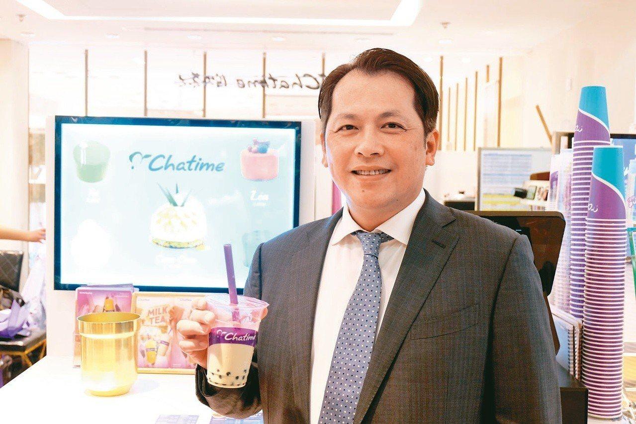 六角國際董事長王耀輝在日出茶太巴黎羅浮宮門市。圖/聯合報系資料照片