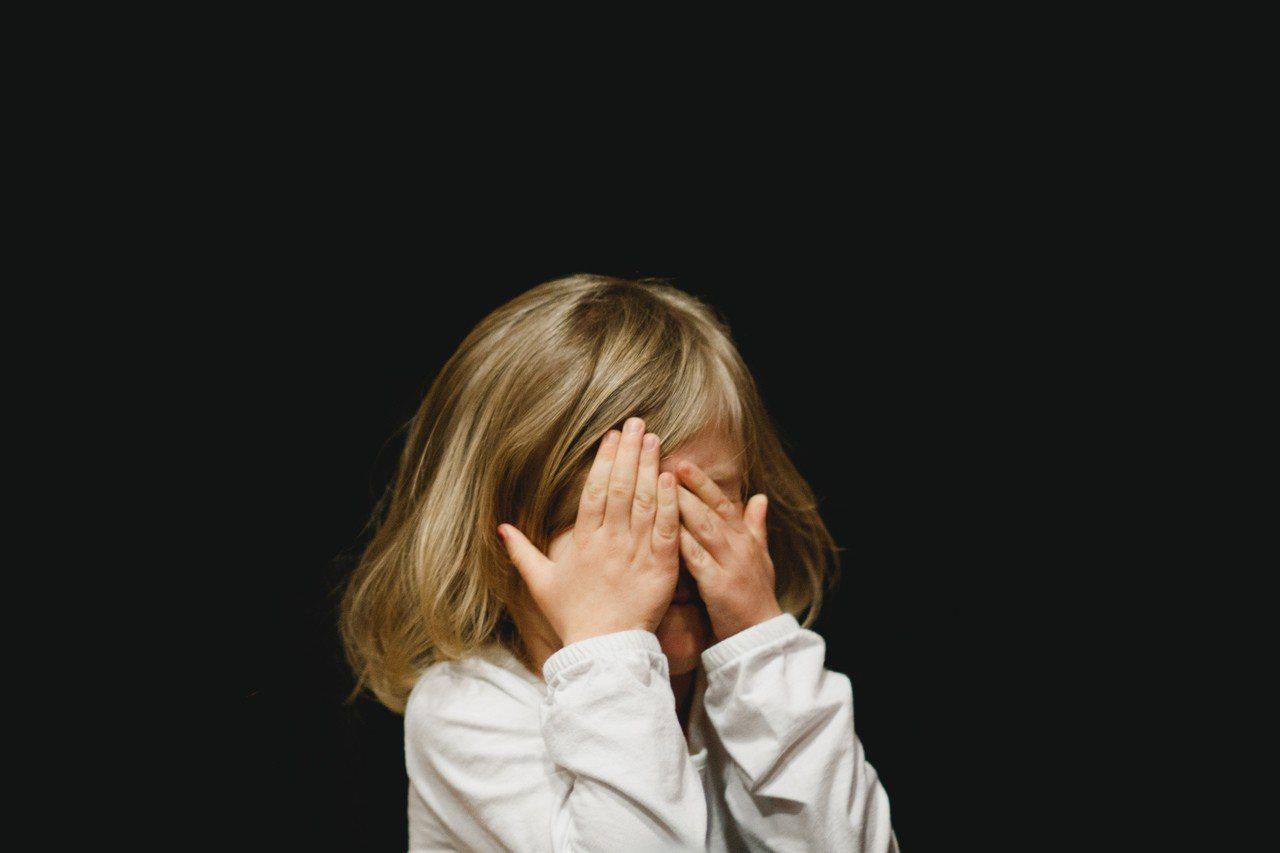 一名職業軍人在網路上分享自己回營工作與女兒暫時離別的心酸。圖片來源/StockS...