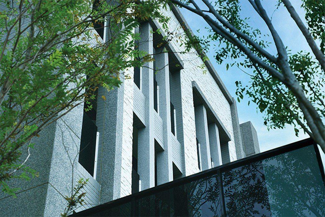 文龍東路第一排,精鑄藏富傳家大宅,5米豪闊大面寬、3~5車庫、氣勢恢弘。 圖片提...