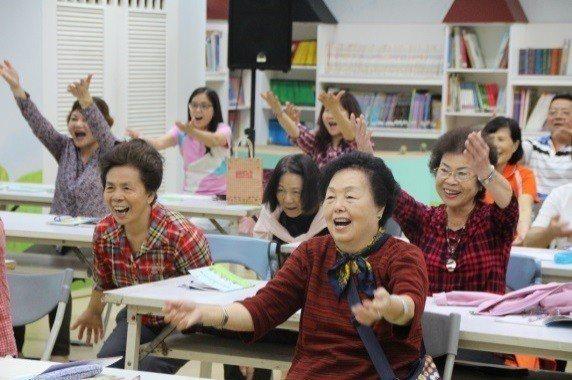 三重區樂齡學習示範中心辦理新北動健康講座。 新北教育局/提供。