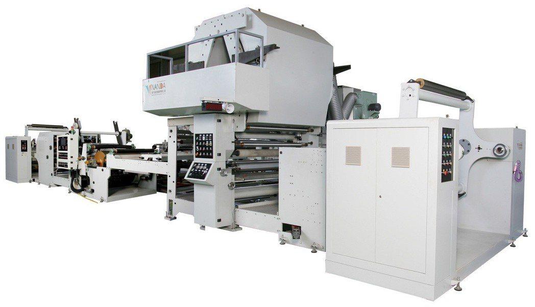 南大精密所開發出的彩藝淋膜機,具有高品質和穩定的淋膜貼合,可符合客戶不同製程產品...