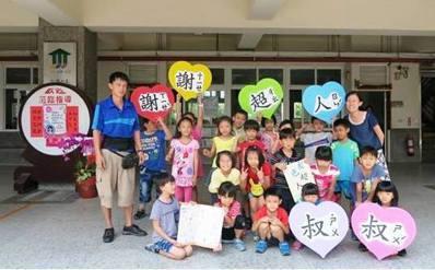 新竹物流請學校不要再每年寄制式的感謝狀給公司,改以在教師節的時候送司機大哥教師卡...