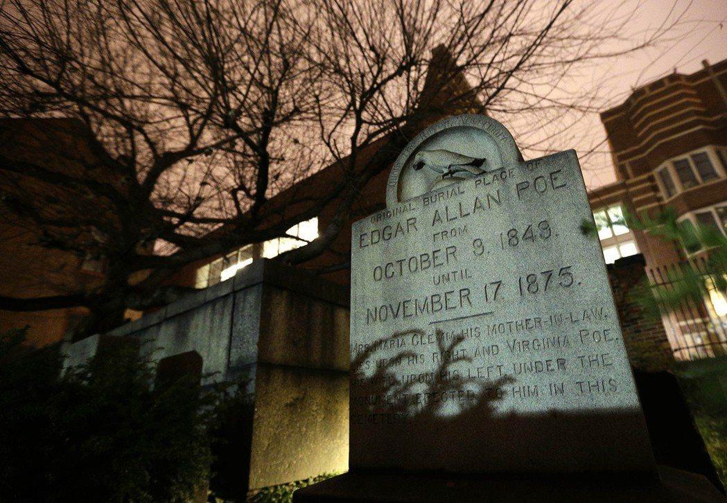 〈黑貓〉作者愛倫坡之墓。 圖/美聯社