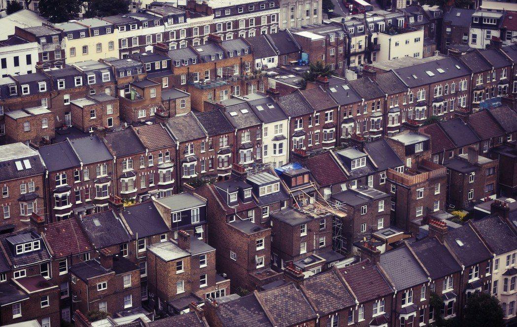以低價住宅起家的瑞克曼,用一屋炒一屋地成為「倫敦包租公」。 圖/路透社