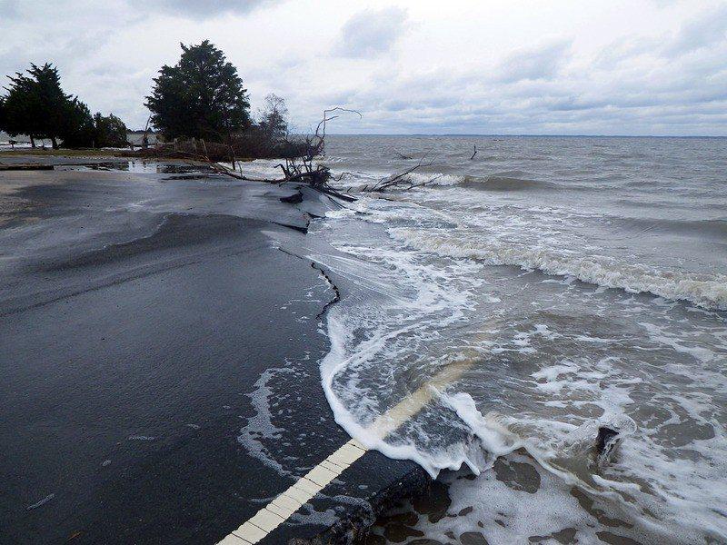 全球島國將在未來受到海平面上升影響,導致許多地方因為沉入水中而不能居住。 台灣醒...
