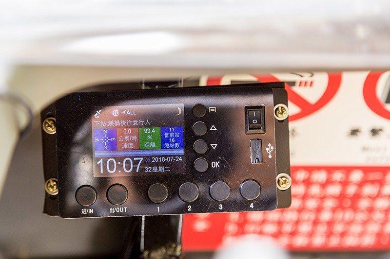 儀表板可顯示目前行車時速等數據  攝影 行遍天下