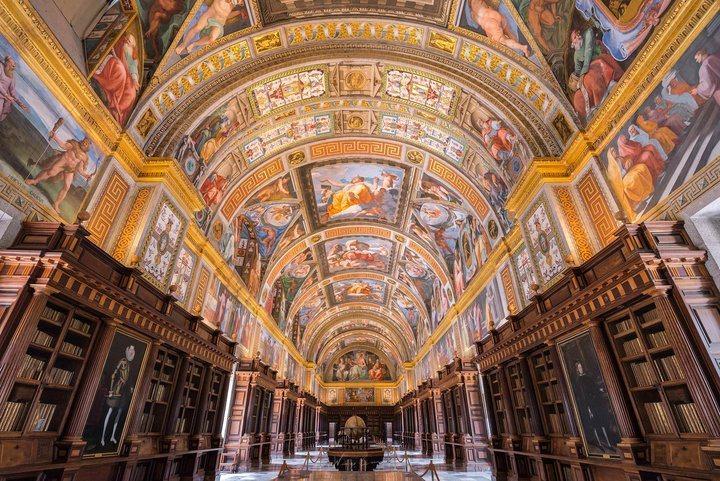 -皇家修道院令人讚嘆的圖書館。 圖/背包客棧