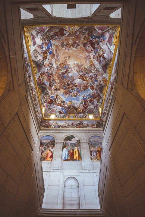 -由於修道院在今日依然是屬於西班牙王室的王家設施,因此還有很大部分並不對公眾開放...
