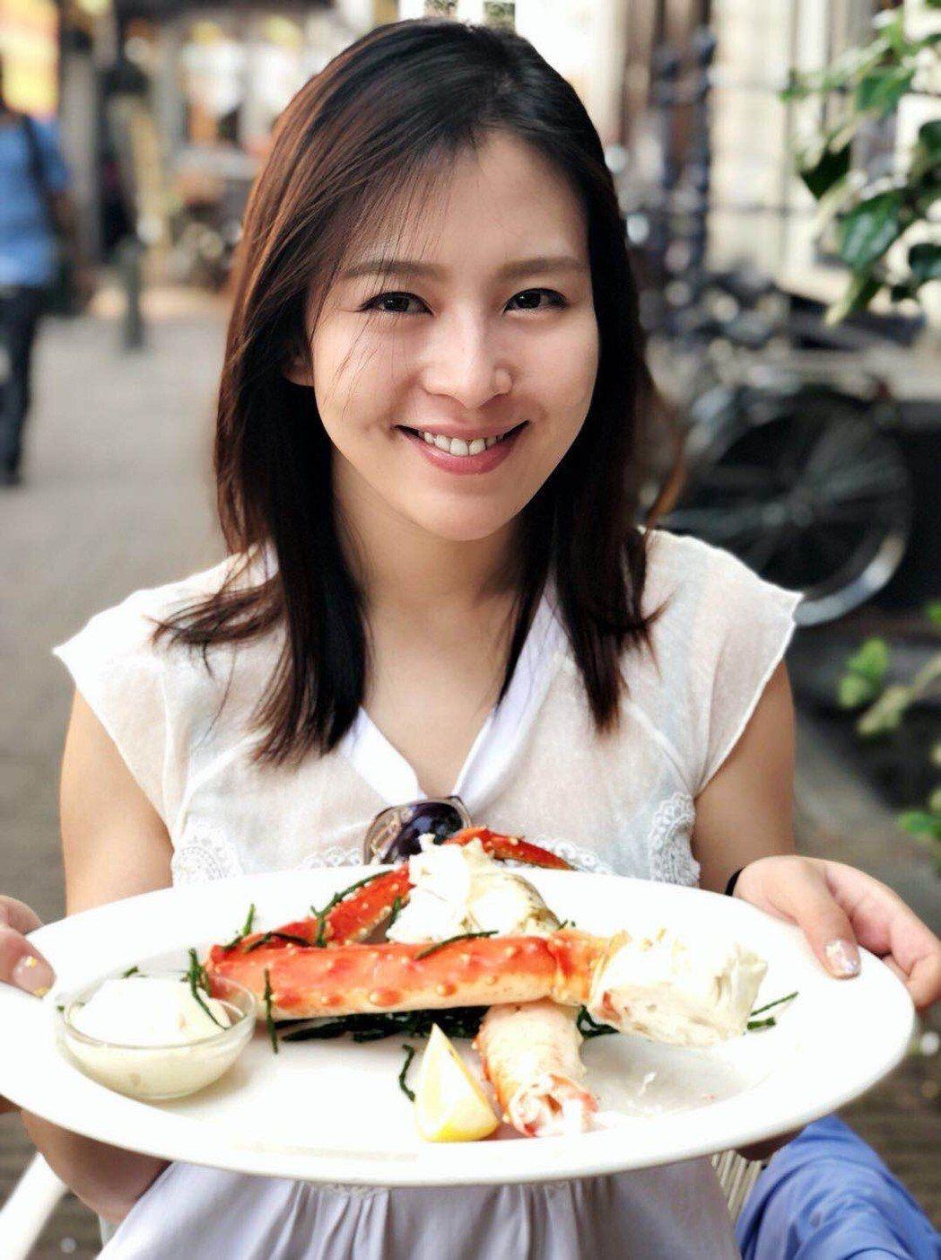劉品言喜歡吃海鮮,一趟美食之旅每天吃飽飽。圖/鴻言娛樂提供