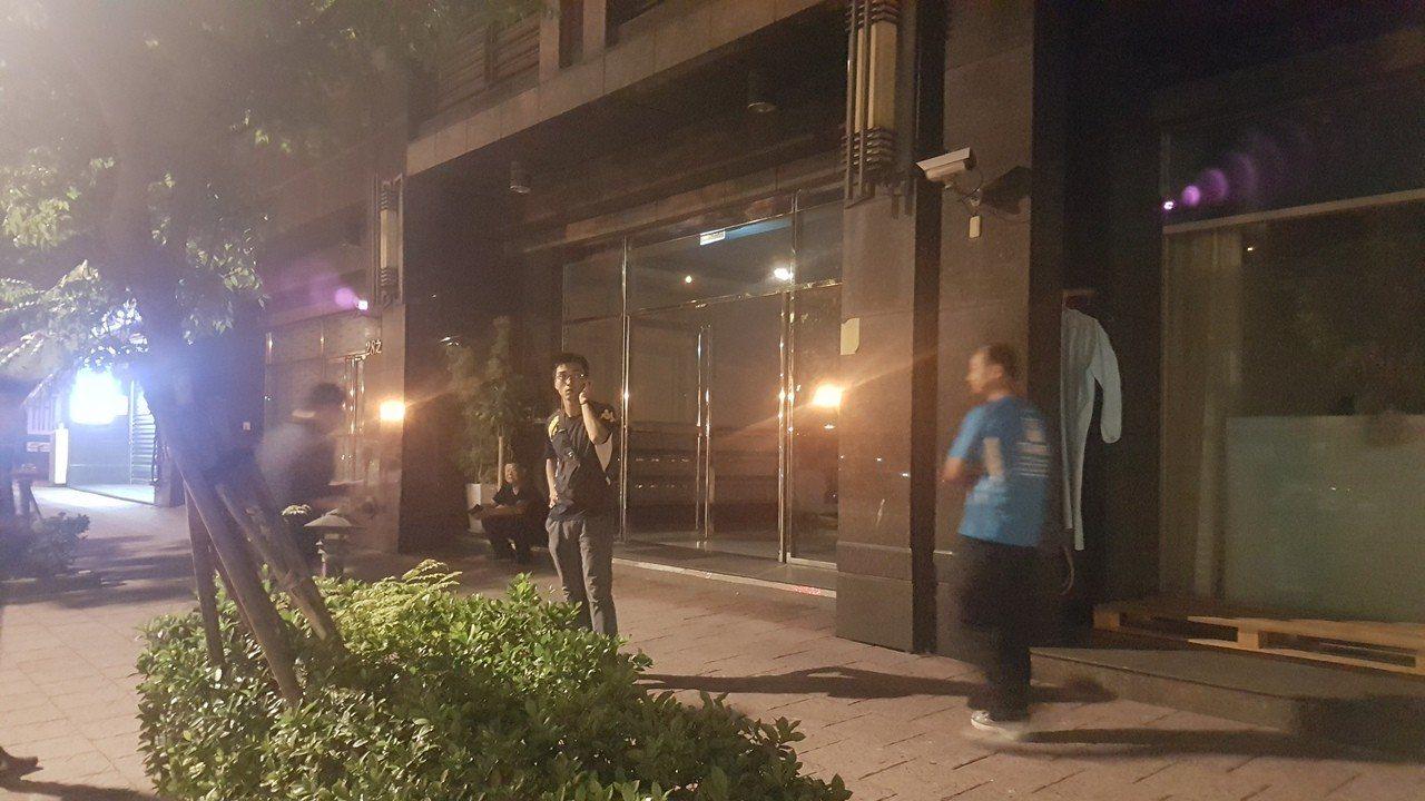 劉姓女高中生在台北市住家墜樓身亡,家屬指她課業壓力大,最近情緒低落,警方研判跳樓...