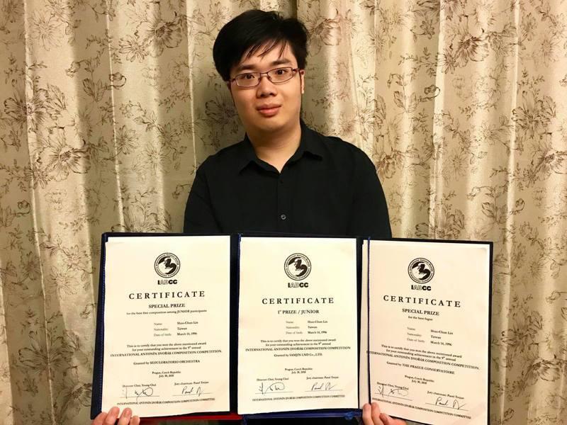 在捷克布拉格舉行的2018第九屆國際德弗札克作曲大賽,台灣師範大學音樂系應屆畢業生、22歲作曲家林碩俊贏得青少年組冠軍,且在8個評審團特別奬項中,獲得最佳賦格大獎及最佳自由創作大獎。圖/台師大提供