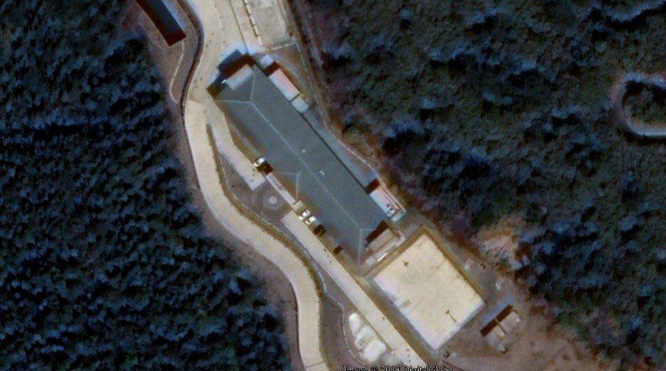 台美合作於新竹樂山上設置長程預警雷達(SRP),由商業衛星空照圖顯示,空軍多年前...