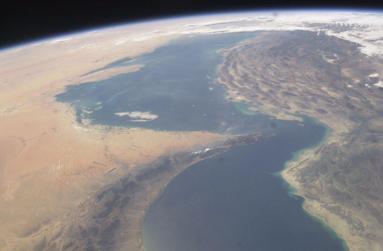國際太空站攝得的荷莫茲海峽影像。美國太空總署提供、美聯社