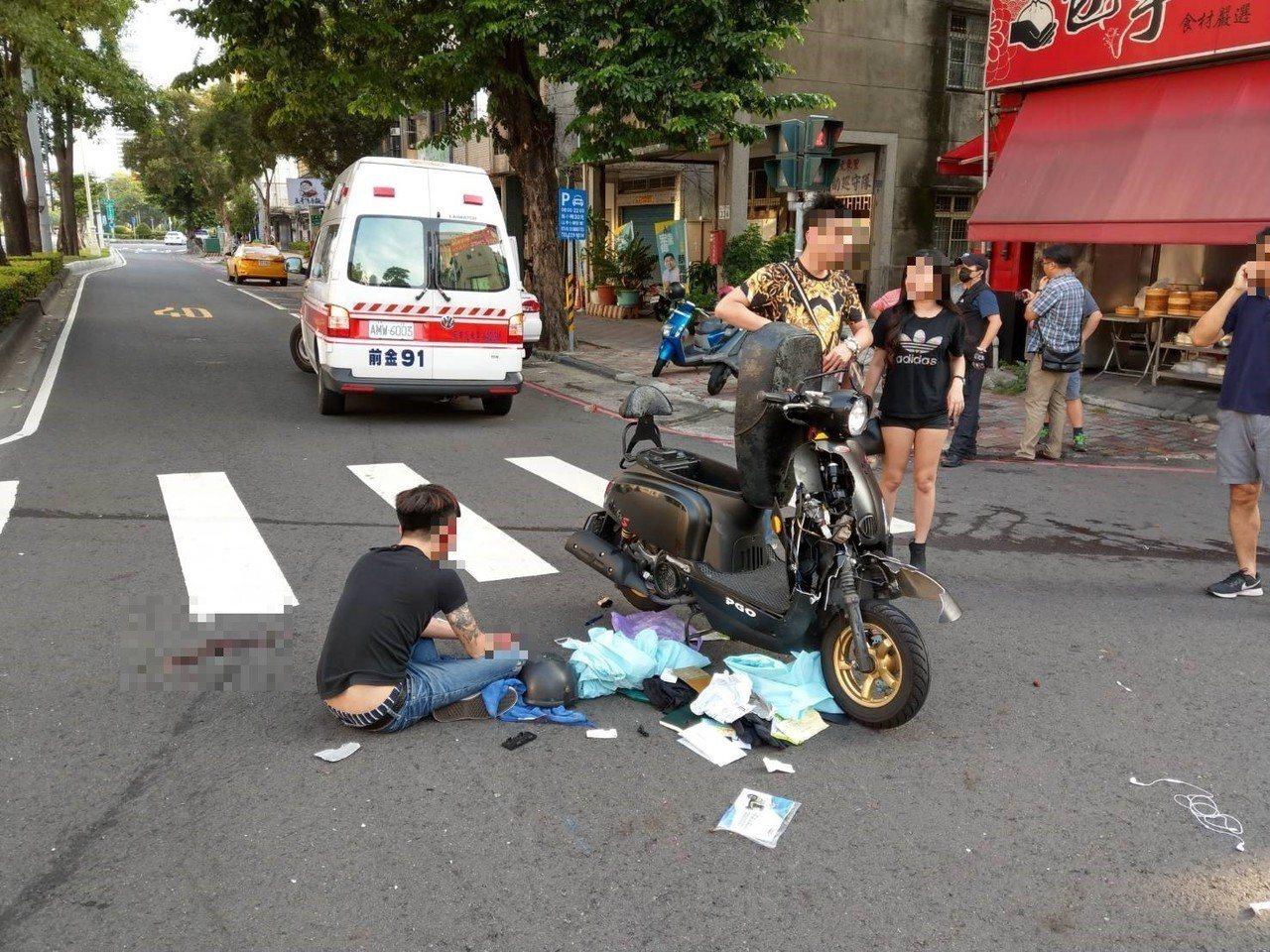 一重機與小客車行經中華新田路口發生擦撞。記者張媛榆/翻攝