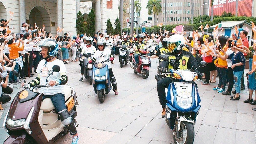 弘道老人福利基金會去年曾推動為期11天的不老騎士環台之旅,幫助平均75歲的26名...