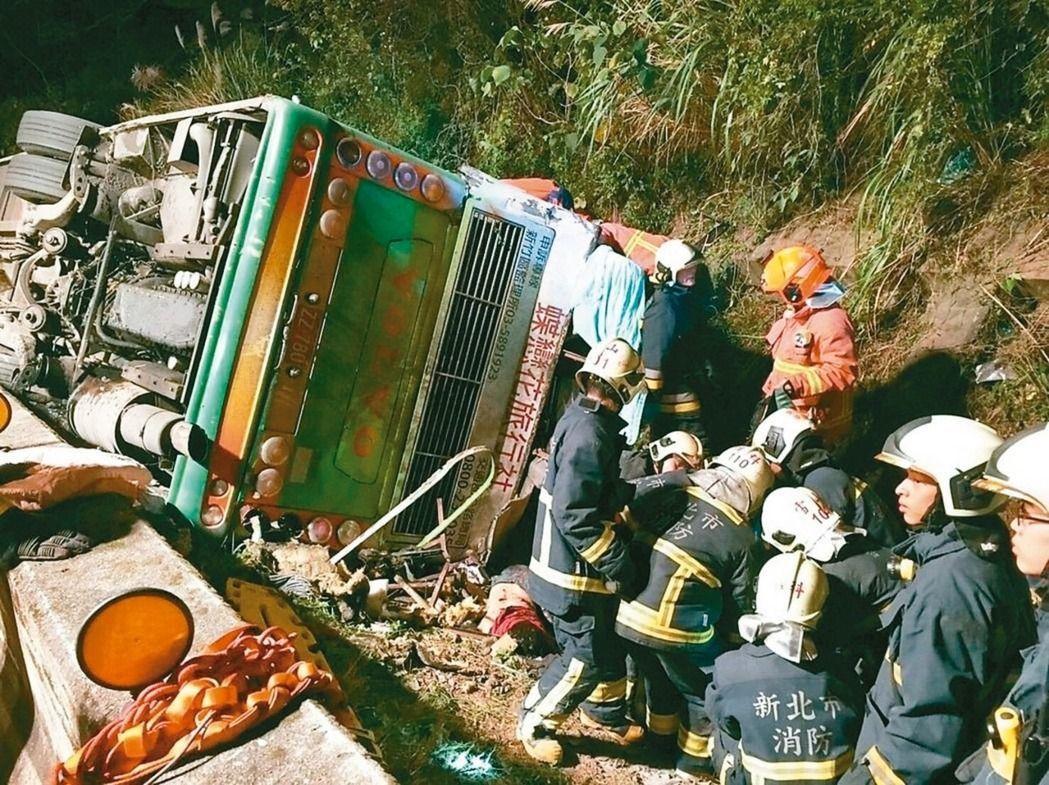 去年蝶戀花武陵賞櫻團,造成台灣國道史上最慘重33死重大事故。 本報資料照片