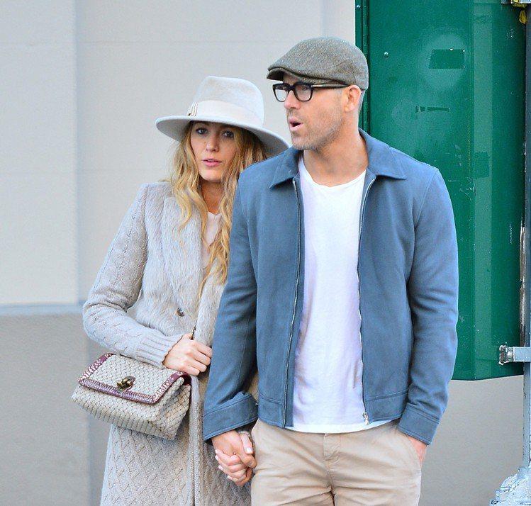萊恩雷諾斯很喜歡戴鴨舌帽。圖/摘自Bottega Veneta提供