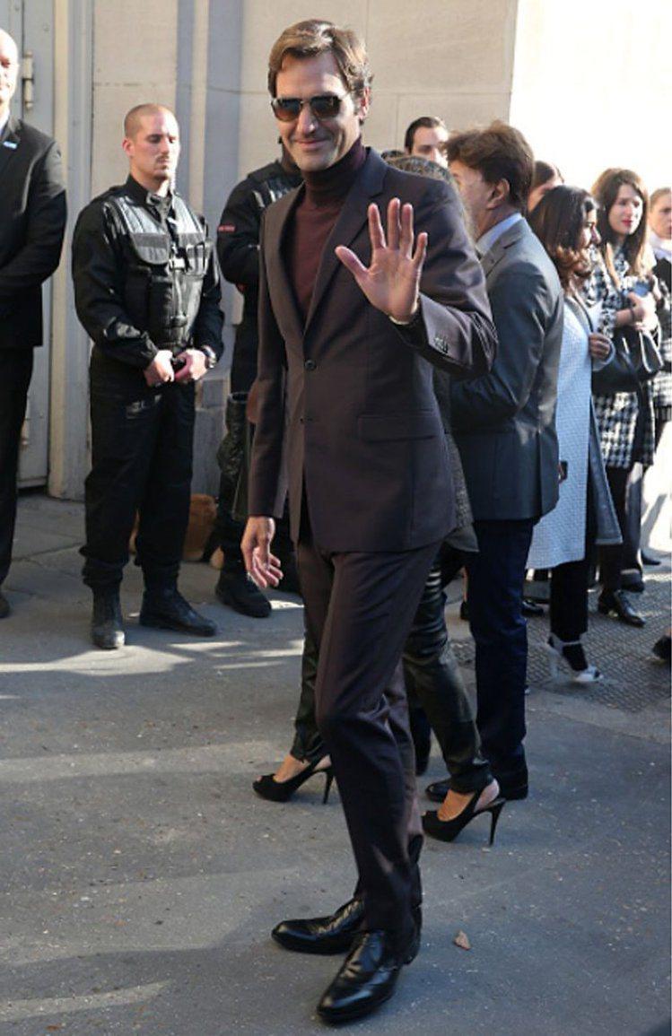 身高185的網球天王費德勒穿起西裝來的模樣完全不輸時尚男模。圖/摘自Twitte...