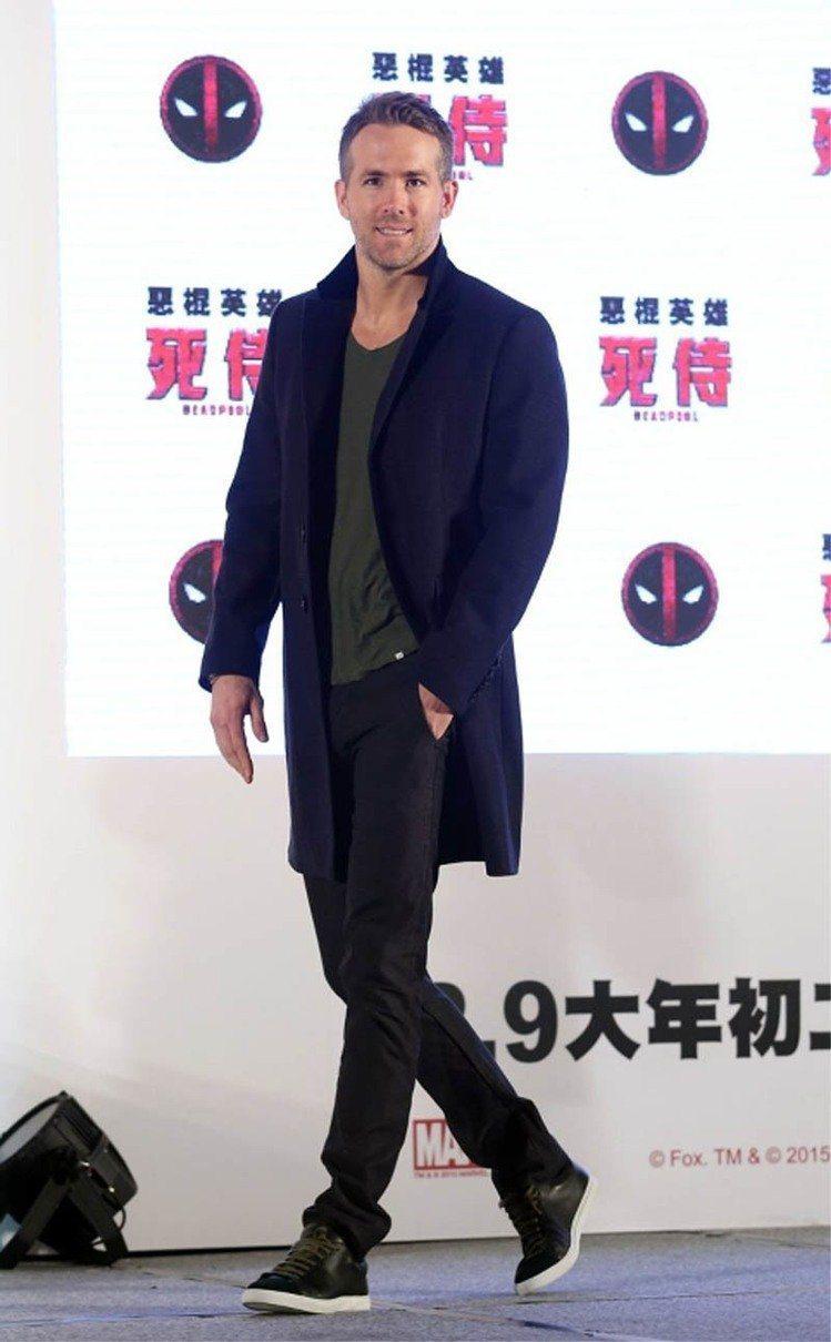 萊恩雷諾斯的穿衣風格偏休閒風,就算是西裝也總能穿得很隨興年輕。圖/聯合報資料照
