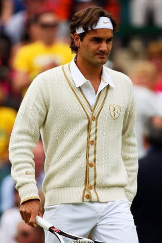 費德勒在球場用米色針織外套打造復古書卷味。圖/摘自Pinterest