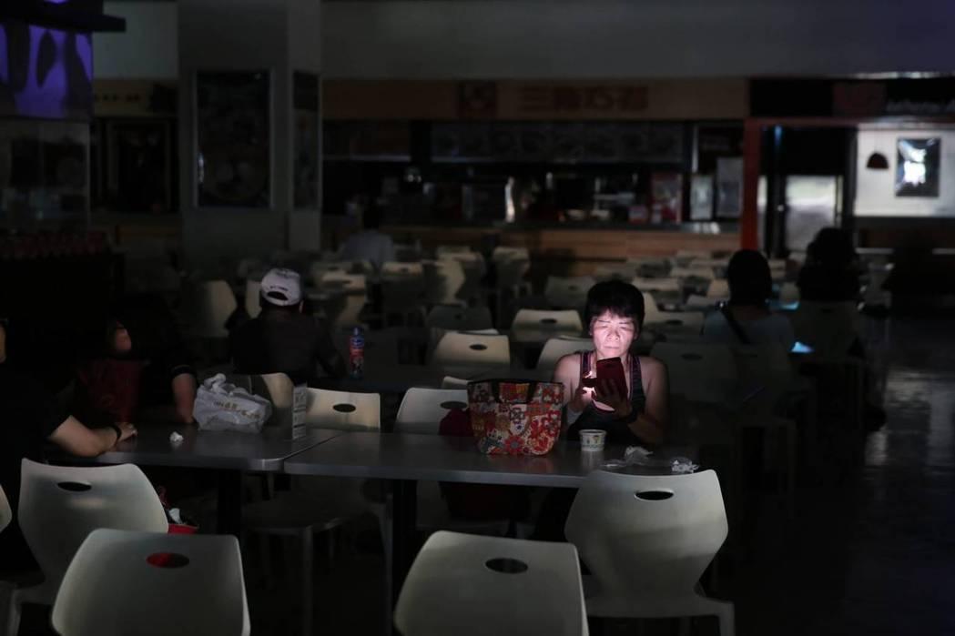 針對八一五大停電事件,台灣中油公司與台電已達成共識,將付出有史以來最大金額的賠償...