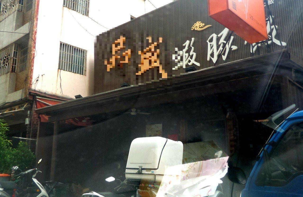 高雄市政府附近的1家餐廳今天上午發生火警。記者林保光/攝影