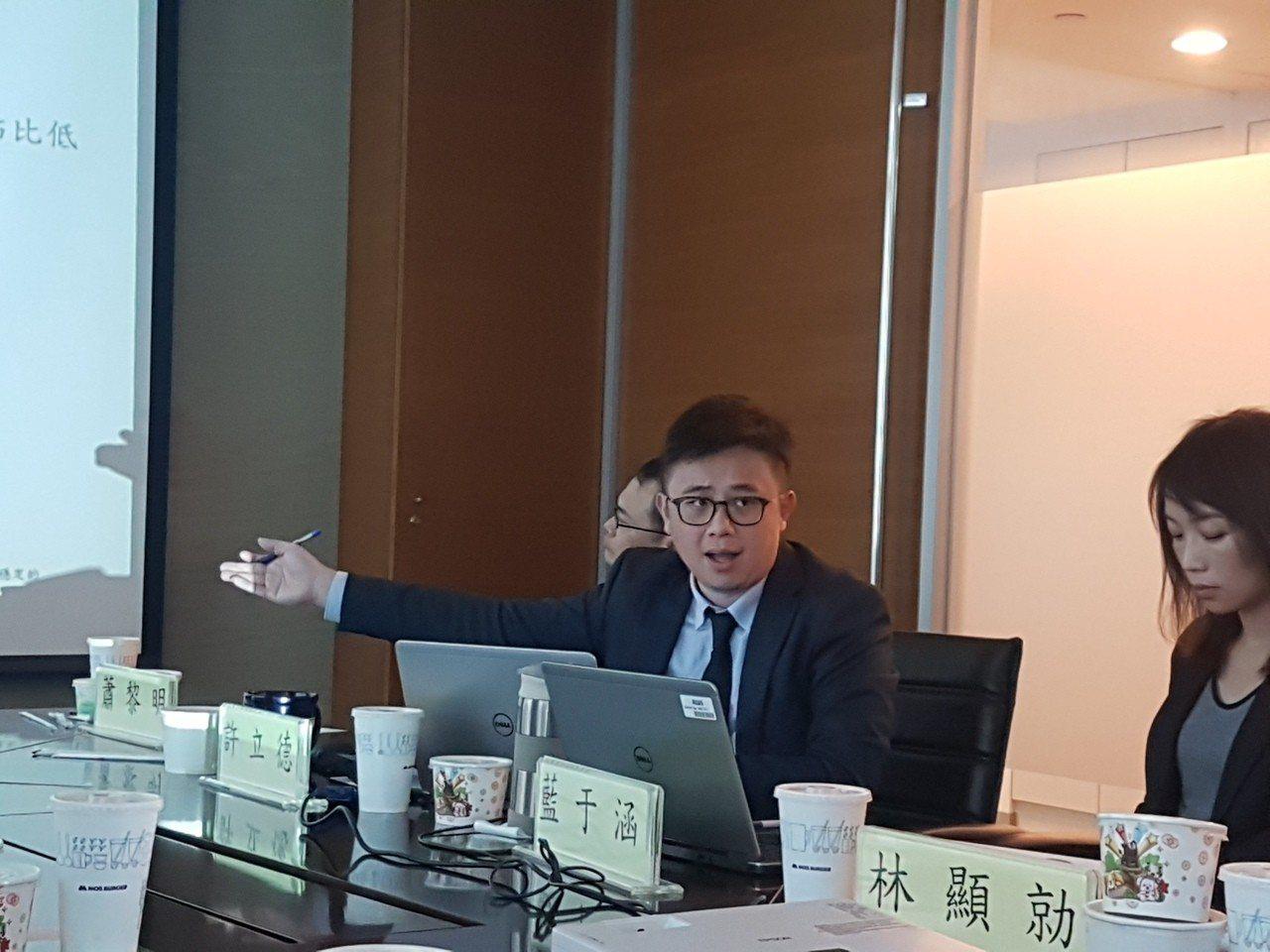 中華信評表示,台灣能源政策風險「正逐漸提高」,尤其對高耗能高用電的「科技業、鋼鐵...