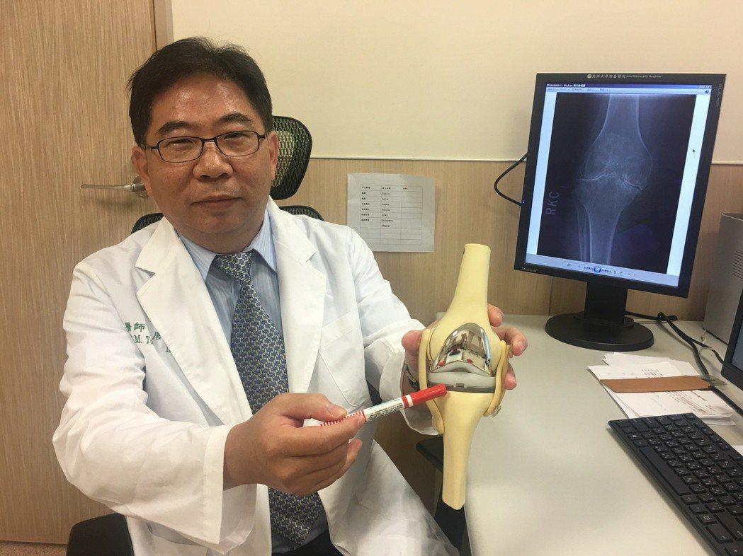亞洲大學附屬醫院骨科部副主任唐國民指出,血友病引起的膝關節病變,可以全人工膝關節...