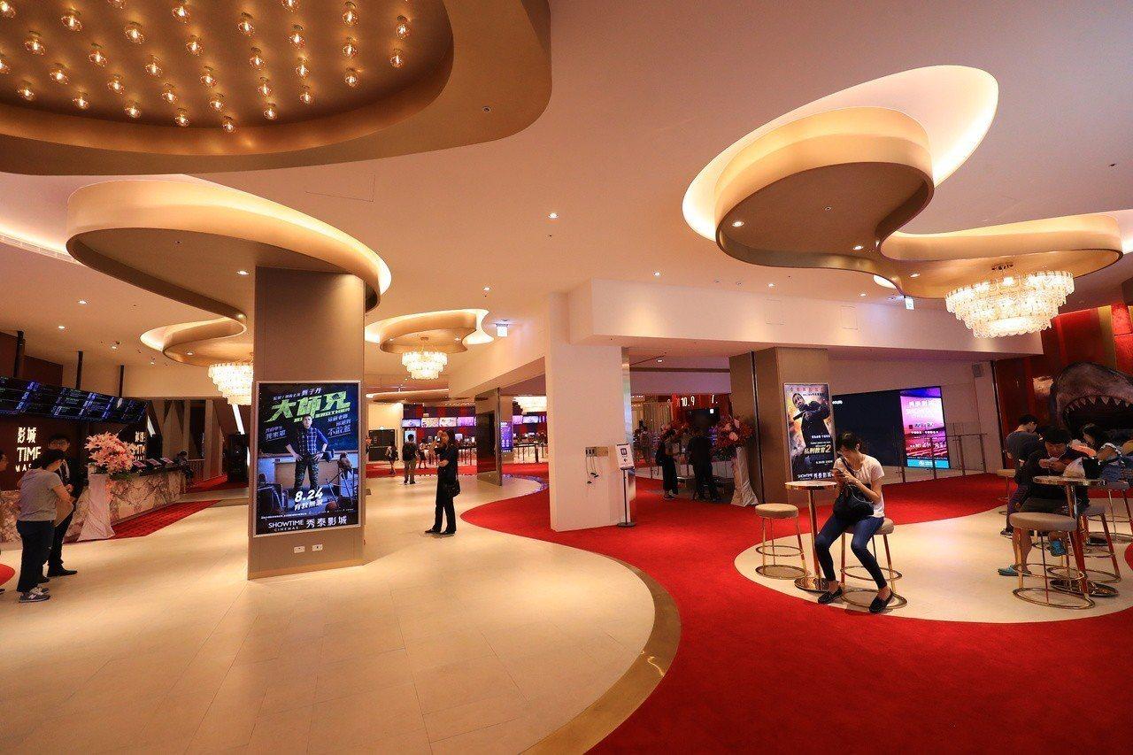 台中文心秀泰採歐式華麗的設計風格,引進進口電影設備,以頂級飯店式概念打造。記者喻...