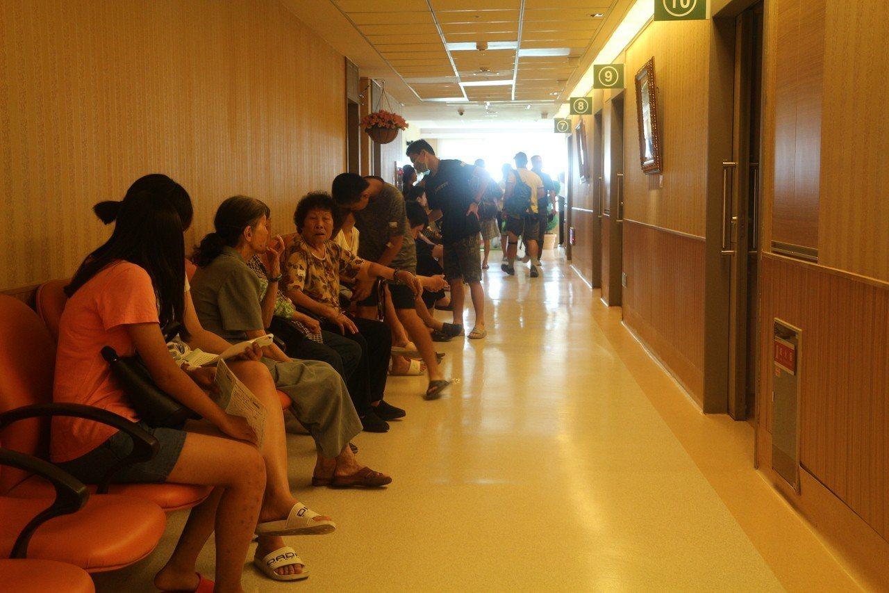 台塑六輕捍衛老爸們的健康,委託雲林長庚醫院免費為麥寮鄉、台西鄉的老爸與鄉親們免費...