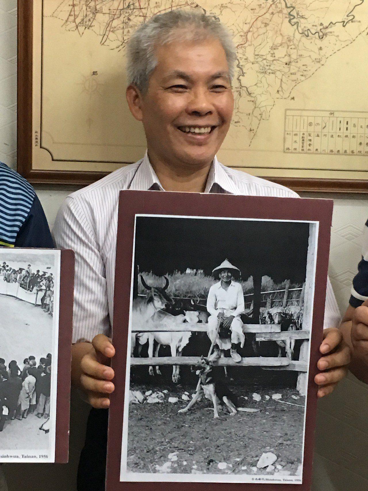 台南新化老街咖啡老闆施進發負責研究消失超過50年的「大目降牛墟」,期盼有人提供更...
