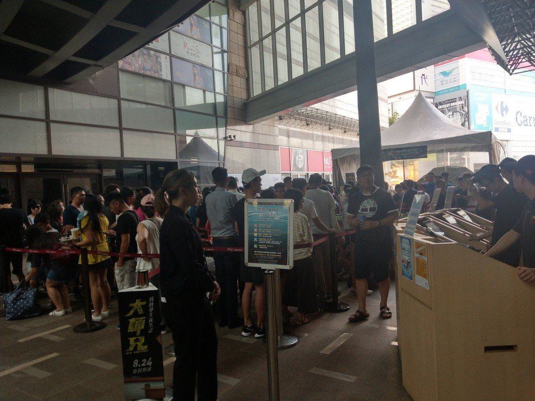 美麗華大直影城重新開幕還不到一天,已售出全日電影票的一半強。圖/美麗華大直影城提...
