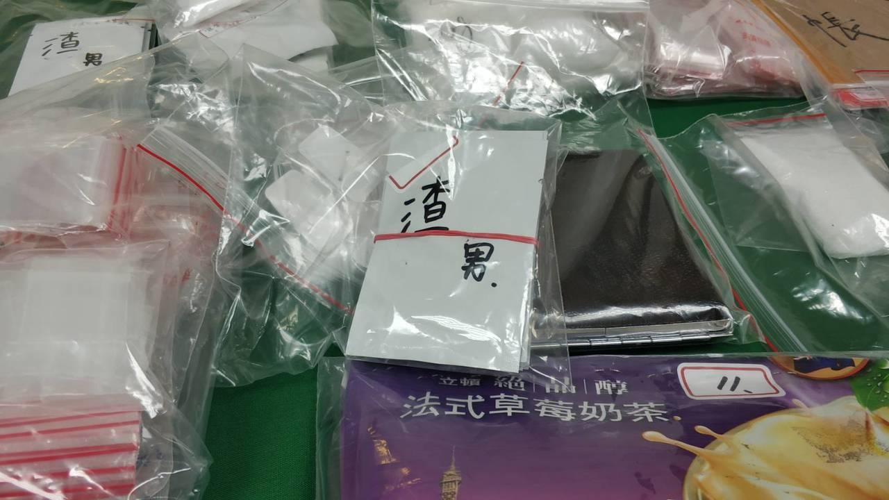 警方表示,何自認販售毒品不好,所以在毒品咖啡上標示「渣男」二字。記者張媛榆/攝影