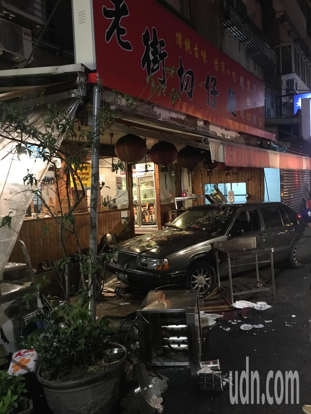 郭姓女子駕車衝入麵店撞翻油鍋,導致葉姓女子燙至重傷。本報資料照片