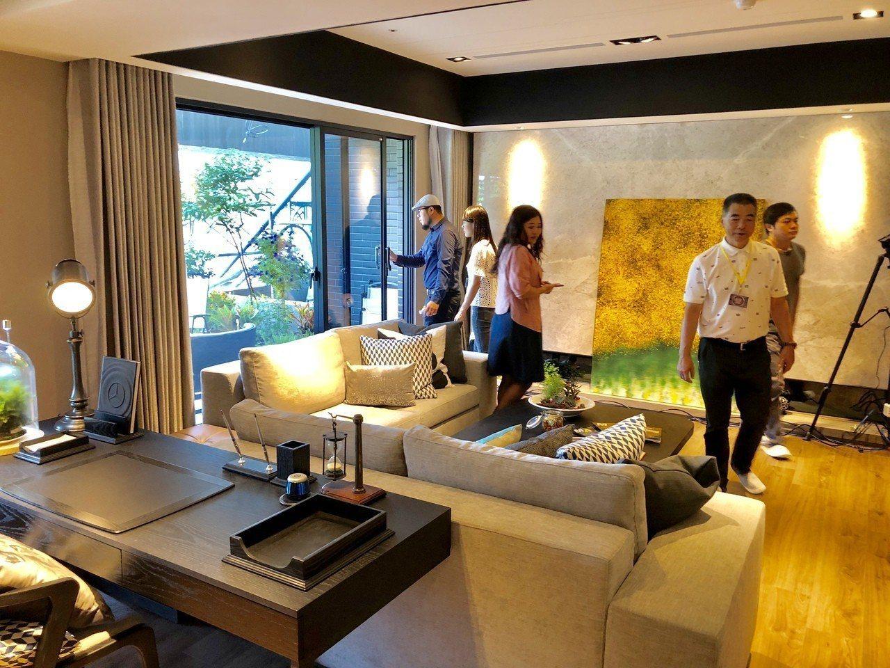 「聯富和慕」規劃47至83坪的三、四房格局,目前開放園區員工申購的坪數以47至5...