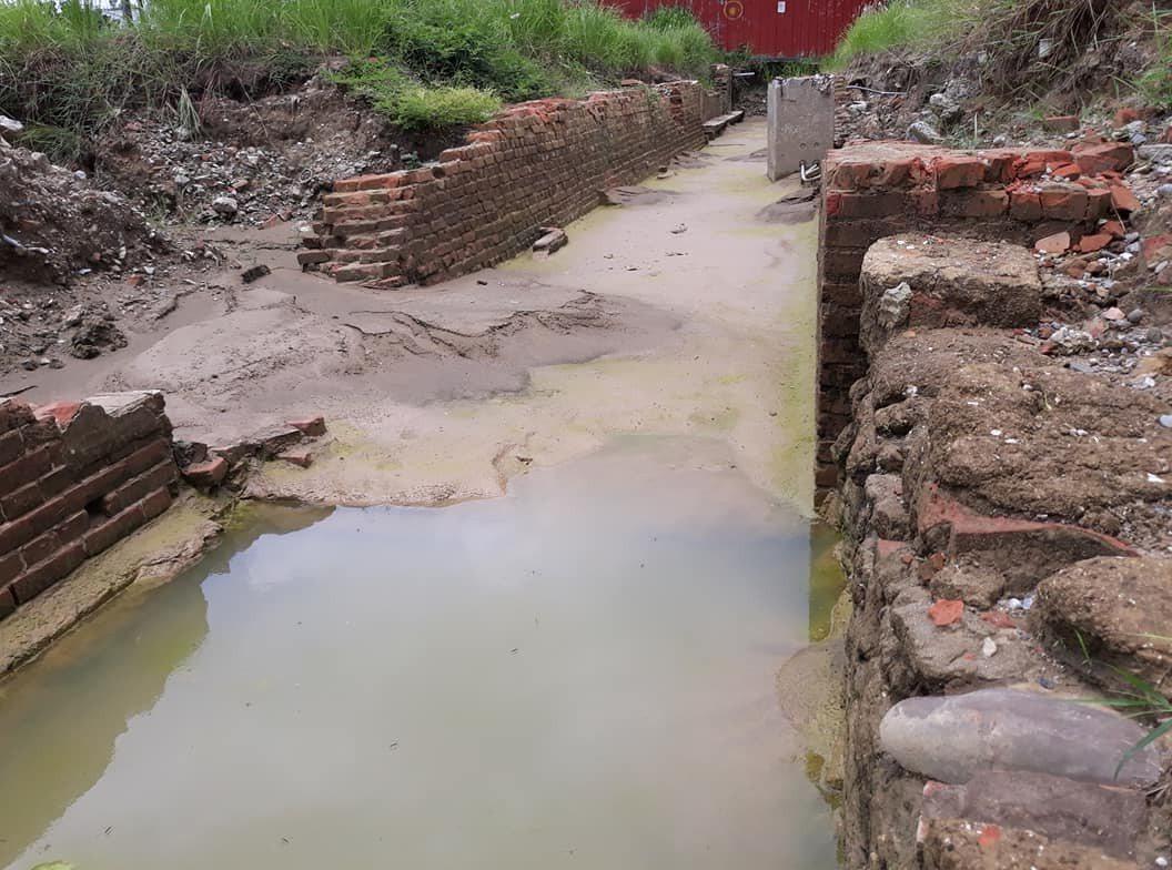 台南市北區三分子日軍射擊場遺址南段,最近因為連日的大雨,加以現場防護不足,造成古...