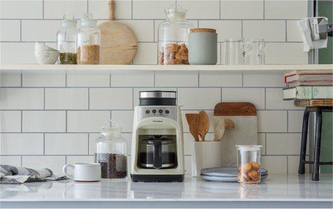 FIKA自動研磨咖啡機體積相當輕巧,使用更不佔空間。圖/丞閈企業提供