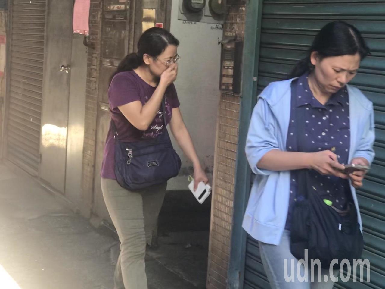 76歲辜吉雄的二個女兒返回現場招魂。記者袁志豪/攝影