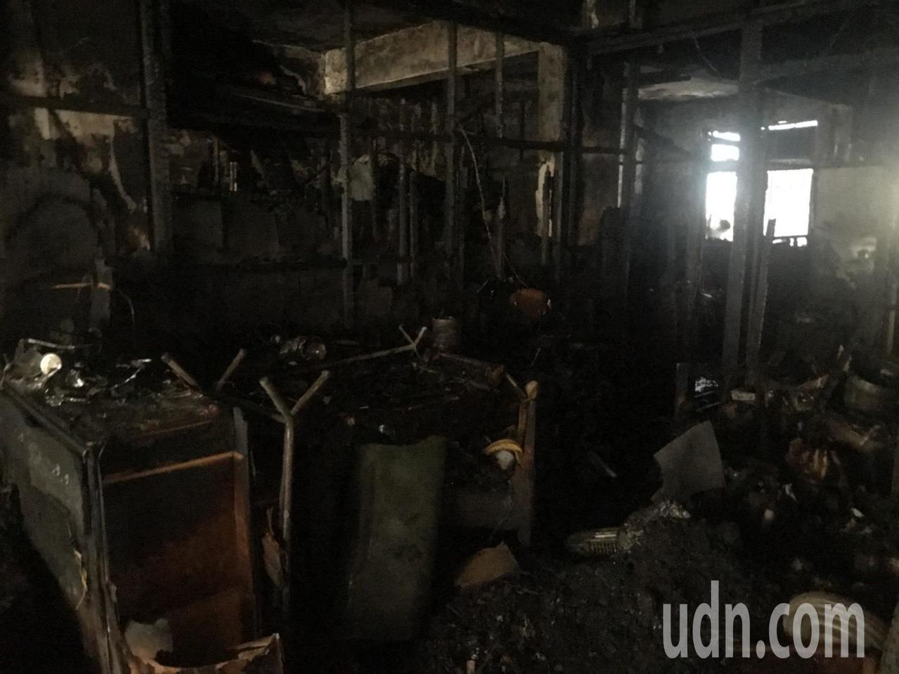 案發時火勢猛烈,三樓被燒得面目全非。記者袁志豪/攝影