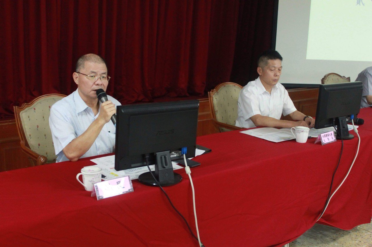新北市警察局長胡木源(左)自本月6日起開始巡查轄內各分局「友善通報網」以及「安居...