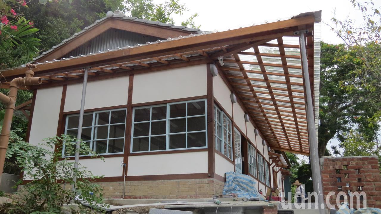 苗栗縣公館鄉出磺坑礦場舊醫務所進行修復,要恢復昔日風貌。記者范榮達/攝影