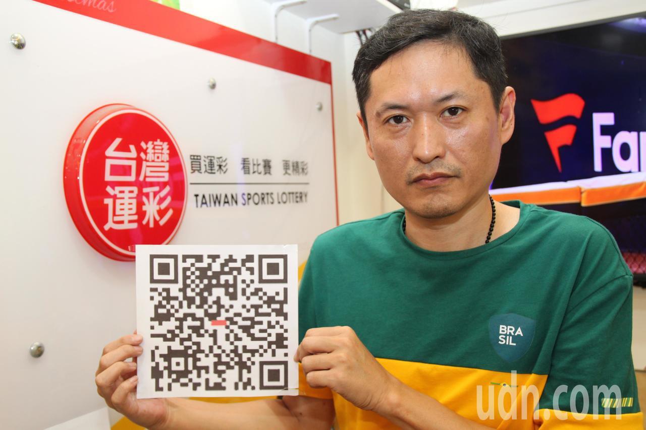 中華民國運動彩券經銷商商業同業公會理事長何昱奇說,網路投注不僅可以不必出門,可以...