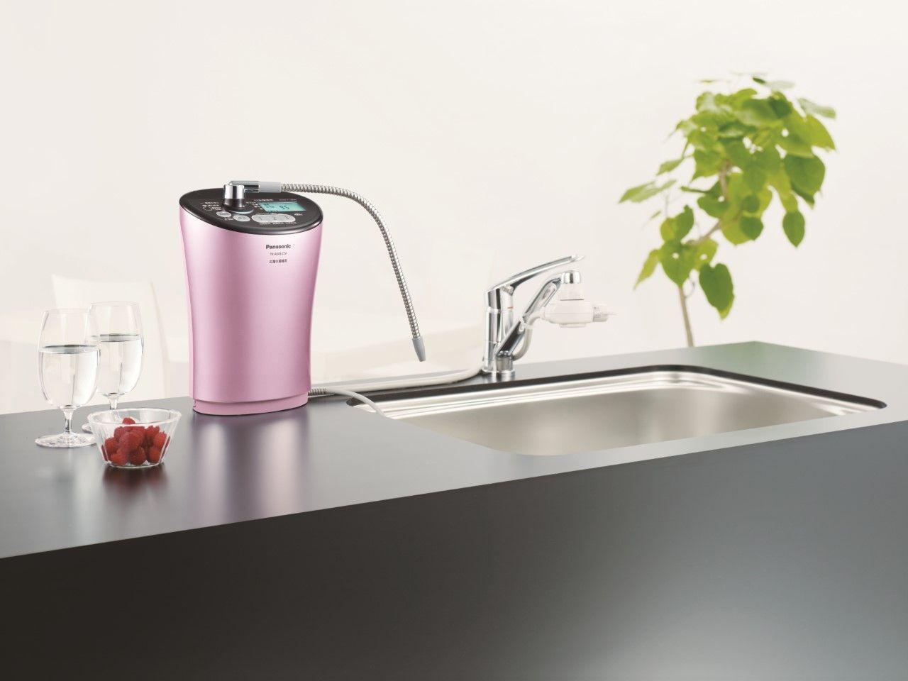 流線美型的Panasonic TK-AS43-ZTA鹼性離子整水器,享用好水還能...