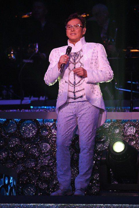 人稱「校長」的譚詠麟月底歡慶68歲,接著9月15日將登小巨蛋舉辦「銀河歲月40載世界巡迴演唱會台北站」,刷新最高齡華人歌手攻蛋紀錄,他笑說:「我唱這麼多年,資歷一定在,但我永遠保持25歲心態,永遠保...