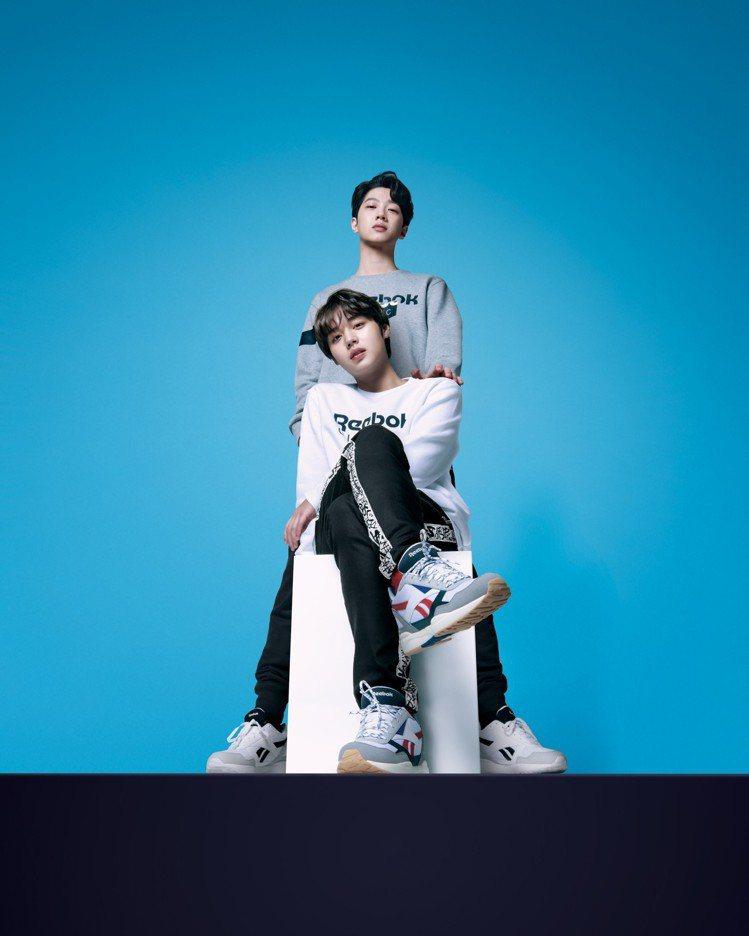 人氣男團Wanna One成員賴冠霖(後)與朴志訓(前)演繹Reebok新系列鞋...